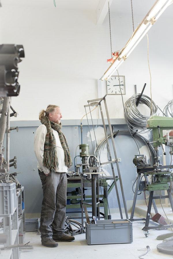 Thomas in der Werkstatt, 600x900, 761kb