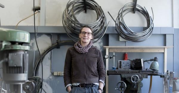 Michaela in der Werkstatt, 900x600, 600kb